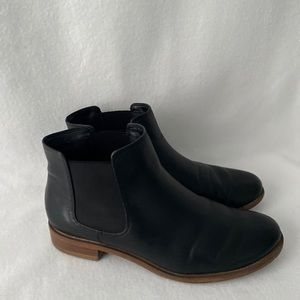 Clarks Women Size 7 1/2 Black Leather Booties